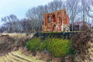 Die Ruinen der Kirche in Trzesacz Ostseeküste