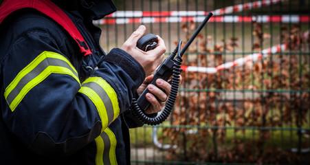 HDR - Feuerwehrmann im Einsatz mit Funkgerät - Serie Feuerwehr