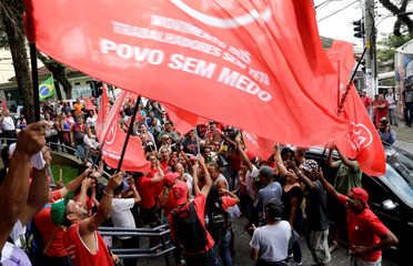 Supporters of former Brazil president Luiz Inacio Lula da Silva shout slogans before the Supreme Court issues its final decision about his habeas corpus plea, in front of the metallurgic trade union in Sao Bernardo do Campo