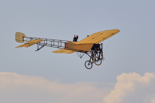 Bleriot, 1st aviatic pioneers, histoie of aviation, knights of heaven, brothers wrights, first plane, beginnings of aviation, first flight, first takeoff, history of aviation,
