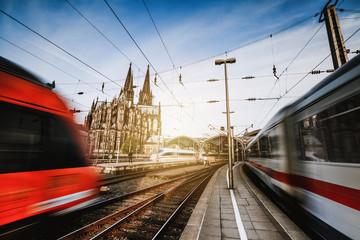 Züge am Kölner Bahnhof