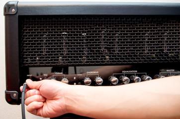 ギター アンプヘッド シールド接続