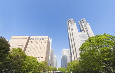 東京風景・春・新緑・青空・新宿