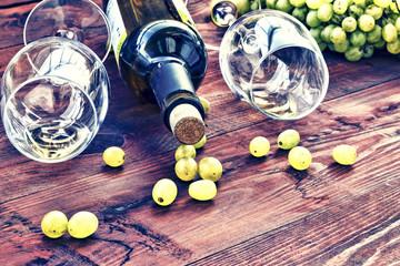 alcohol, still, drink, wine, bottle, glass, grapes.