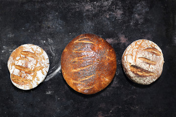 Chleb.Chrupiące, świeże pieczywo. Kompozycja naturalnych, ekologicznych wypieków piekarniczych.