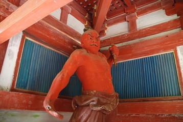 真っ赤な金剛力士像(仁王像)