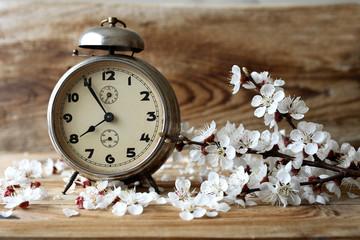 Saat ve çiçek