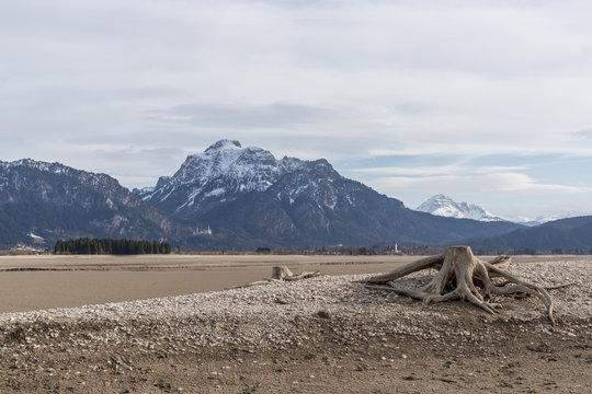 Trocken gelegter Forggensee im Allgäu bei Füssen