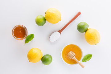 Foto auf Acrylglas Milchprodukt Homemade yogurt with honey and lemon on white background from top view. Flat lay