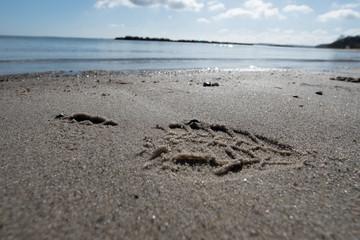 Spuren im Sand (Schuhabdruck)