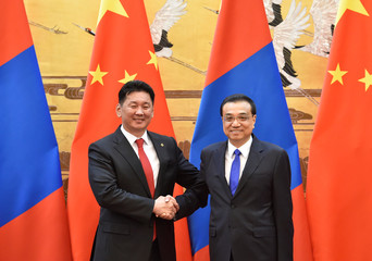 Mongolian PM Ukhnaa Khurelsukh shakes hands with Chinese Premier Li Keqiang at a signing ceremony in the Great Hall of the People in Beijing