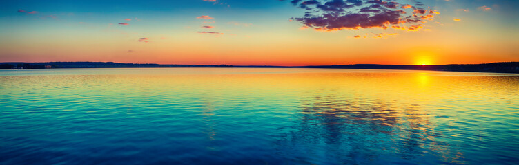 Photo sur cadre textile Orange Sunset over the lake. Amazing panorama landscape