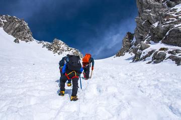 雪の千畳敷カールを登る