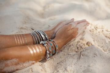 Gebetshaltung Hände im Sand