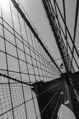 Details of the brooklyn bridge and the sun in black and white