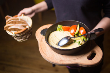 fresh hummus with vegetabkes
