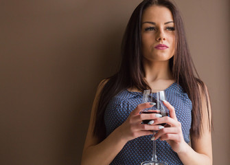 Beauty woman hold a glass of wine