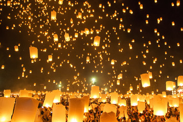People releasing paper Yee-Peng flying lantern in Kra thong festival, Chiang Mai, Thailand.