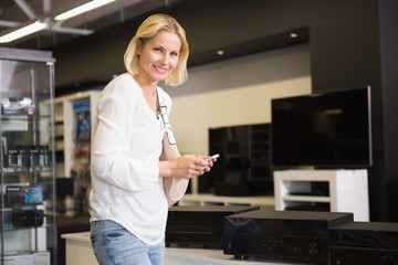 Pretty blonde shopping for new speakers