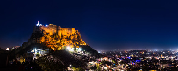 Fototapete - night scene of Mehrangarh Fort