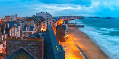 Fototapete - Panoramic aerial night view of beautiful walled port city of Privateers Saint-Malo is known as city corsaire at high tide, Brittany, France