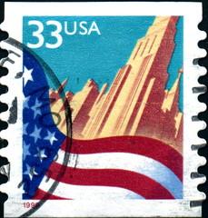 Gratte ciel et drapeau américain