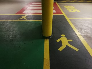 Colori nei parcheggi pubblici