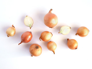 Fototapete - Onions isolated on white background, pattern, top view, creative flat layout.