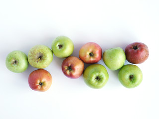 Fototapete - Green and red apples isolated on white background, top view, flat layout.