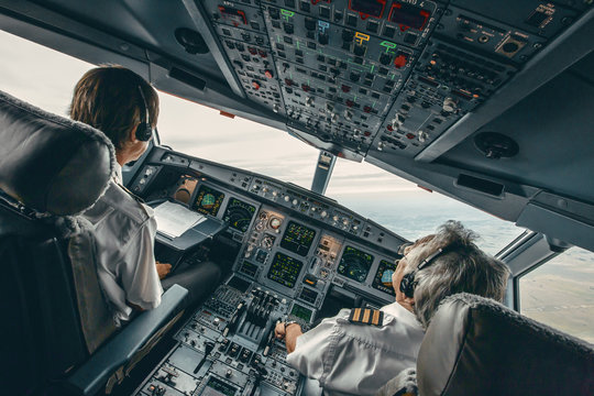 Airbus 340 cockpit