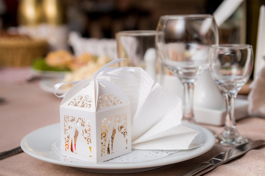 Wedding bonbonniere in beautiful white packing