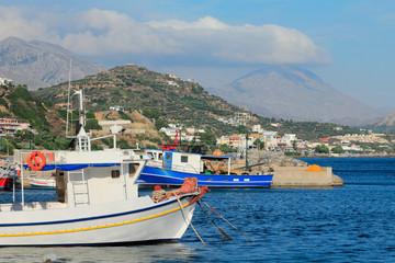 Bateaux dans le port de Plakias en crète