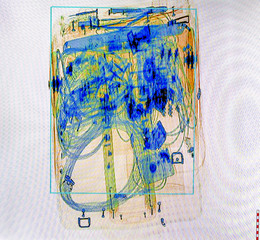 X-ray screenshot of an trolley bag full of cable and electronics