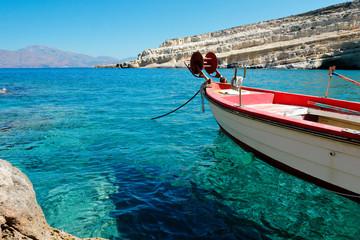 Bateaux de pêche dans la baie de Matala en Crète