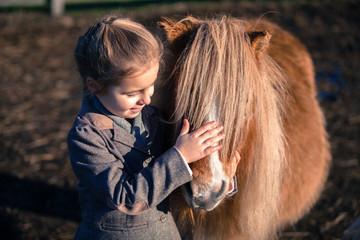 Kind mit Ponys