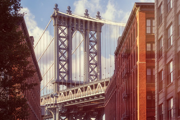 Foto op Aluminium New York City Famous view of the Manhattan Bridge from an old street in Brooklyn