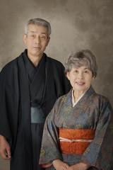 和服のシニア夫婦