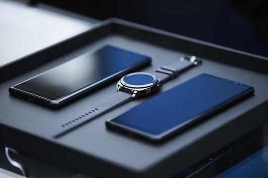 smartphone smart watch technology gadgets communication