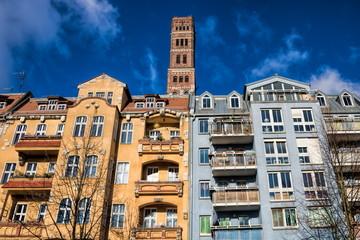 Berlin, Sanierte Altbauten mit Schrotkugelturm