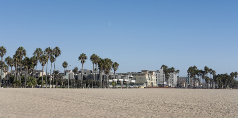 Foto op Canvas Onweer Long boardwalk from Santa Monica Pier to Venice Beach, place for many recreational activities, souvenir shops, and restaurants, in Los Angeles, California, USA