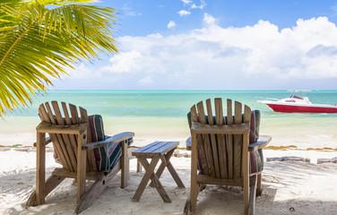 fauteuils de jardin sur plage de Grand Lanse, Praslin, Seychelles