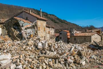 Borgo medievale distrutto da un forte terremoto