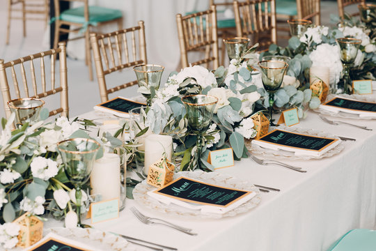 Wedding table decor in white green tones