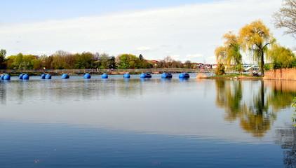 Schwimmende Brücke im Freiburger Seepark
