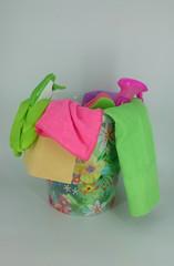 gefüllter Putzeimer mit Blumenmuster