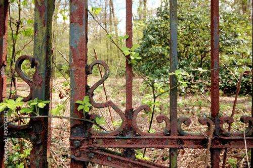 Lost Place Rostiger Zaun Stockfotos Und Lizenzfreie Bilder Auf