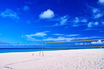 真夏の宮古島。与那覇前浜ビーチとビーチバレーコート