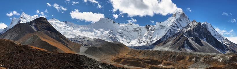 Chukhung glacier and Ama Dablan peak views