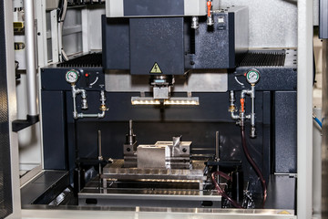 Electroerosion sinking machine, copy-piercing sinker