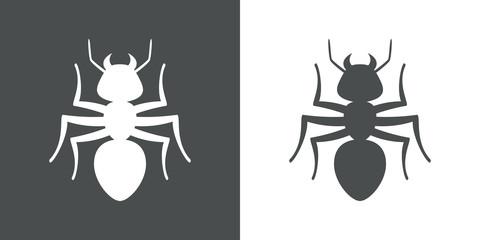 Icono plano hormiga en gris y blanco